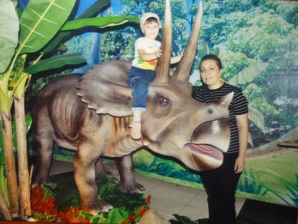 На любимом динозавре. Любимые динозавры