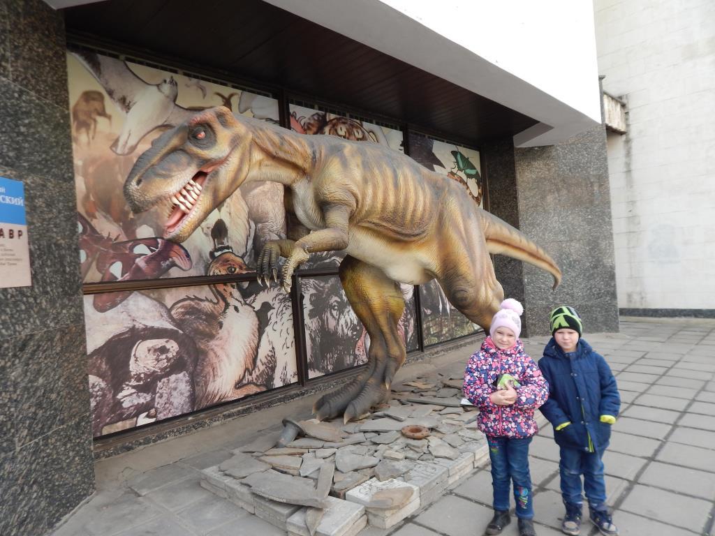 В дарвинском музее. Любимые динозавры