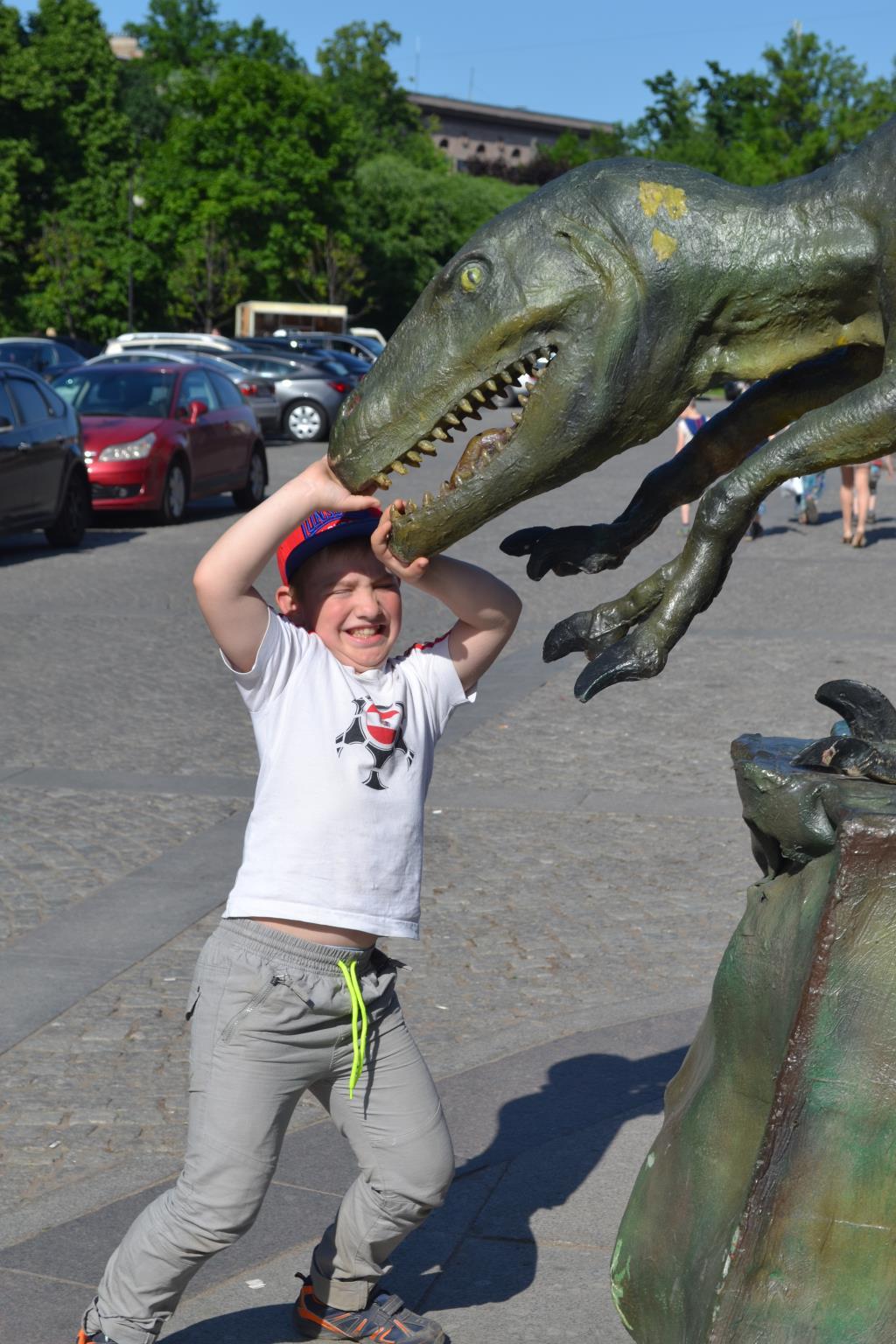 Динозавр будет побежден. Любимые динозавры