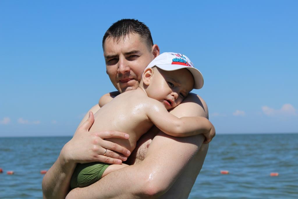 Артёмка 1,5 года  испугался моря!. Летнее настроение