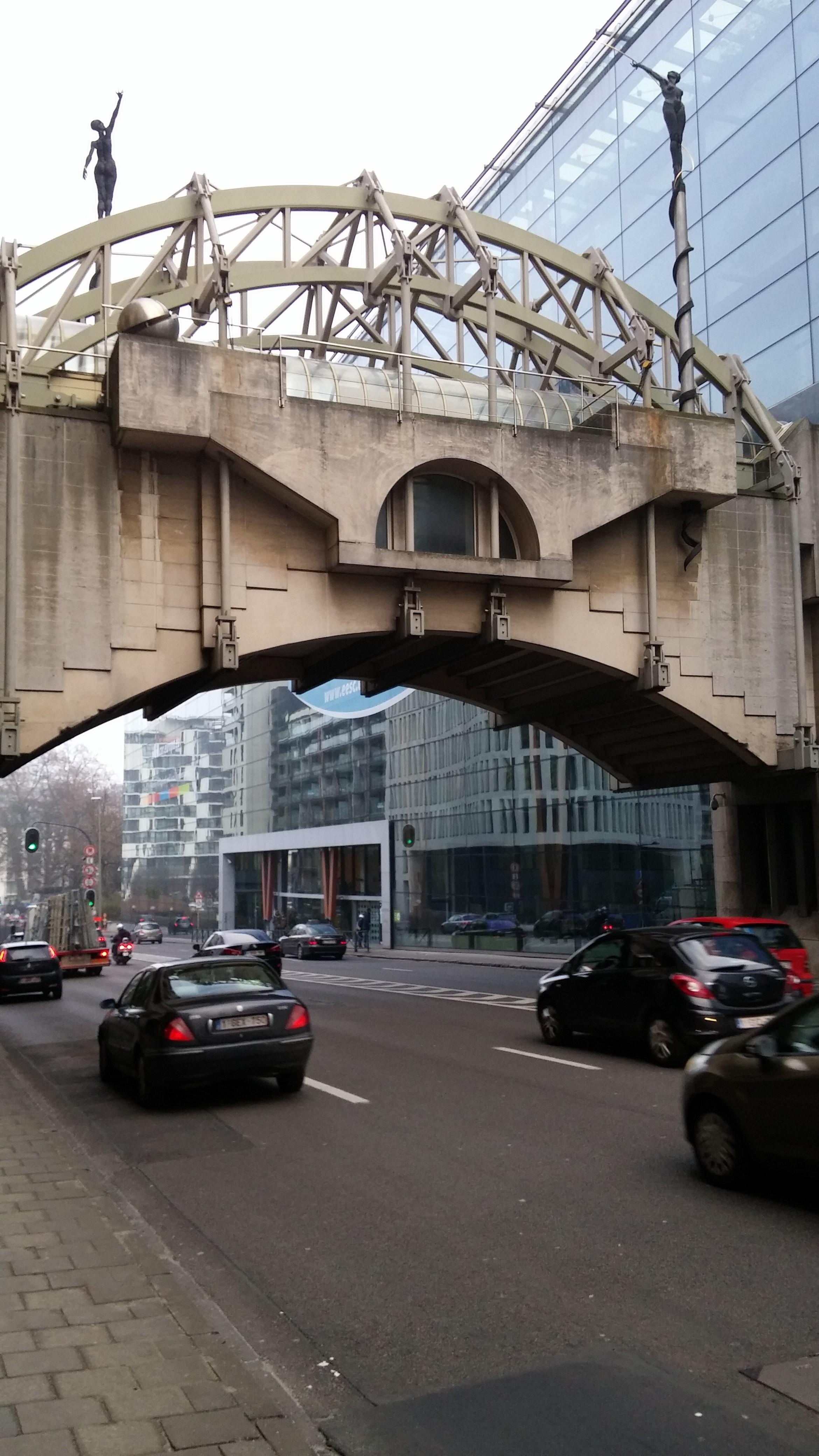 Брюссель. Мост в Европейском квартале.. Блиц: мосты
