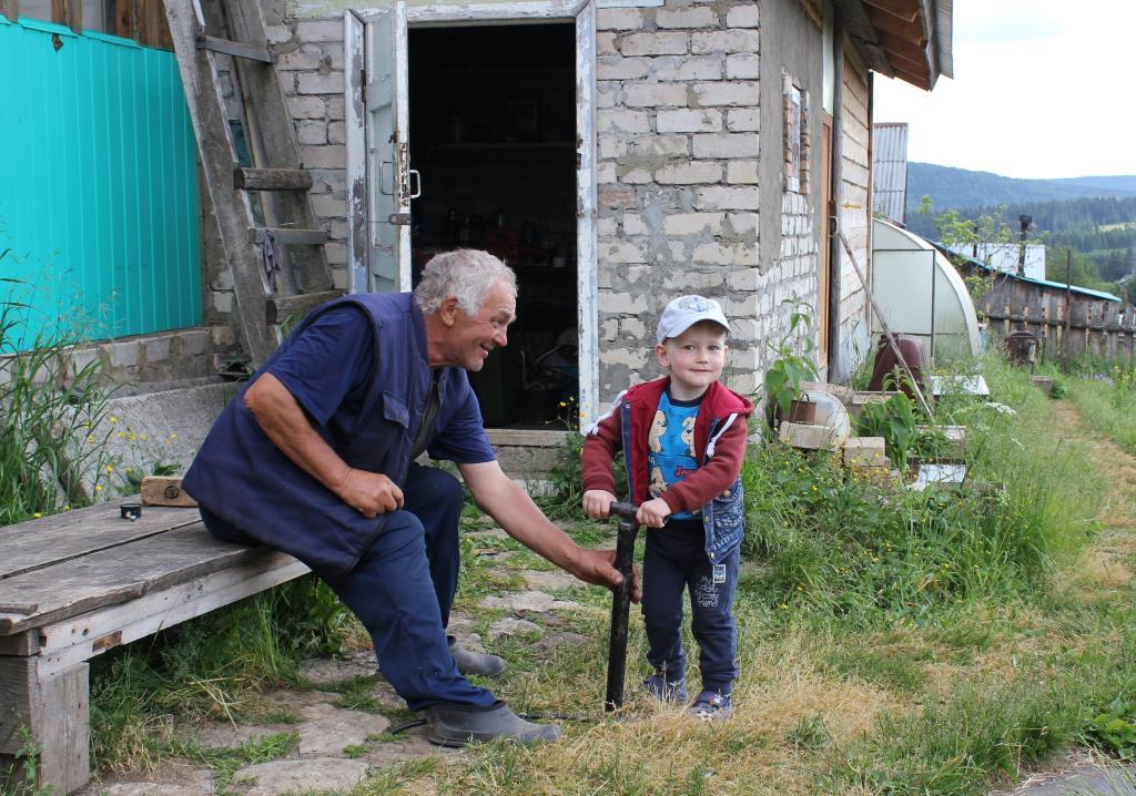 Дедушкин помощник. Летнее настроение