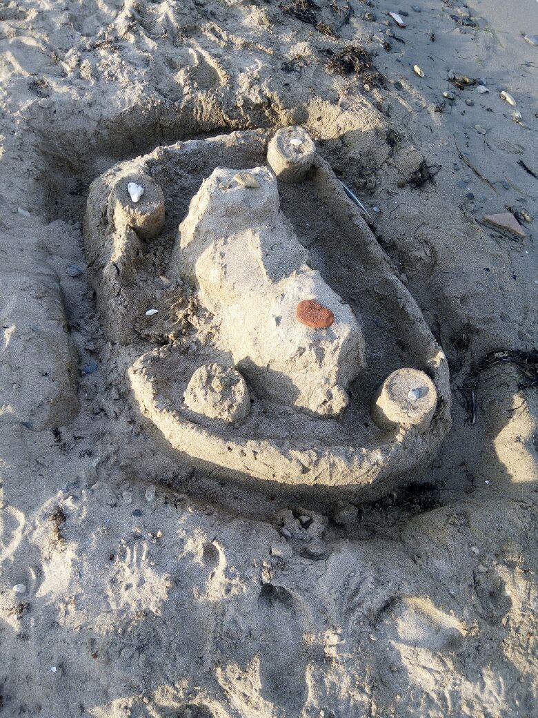 Сестренка мелкая построила . Блиц: фигуры из песка