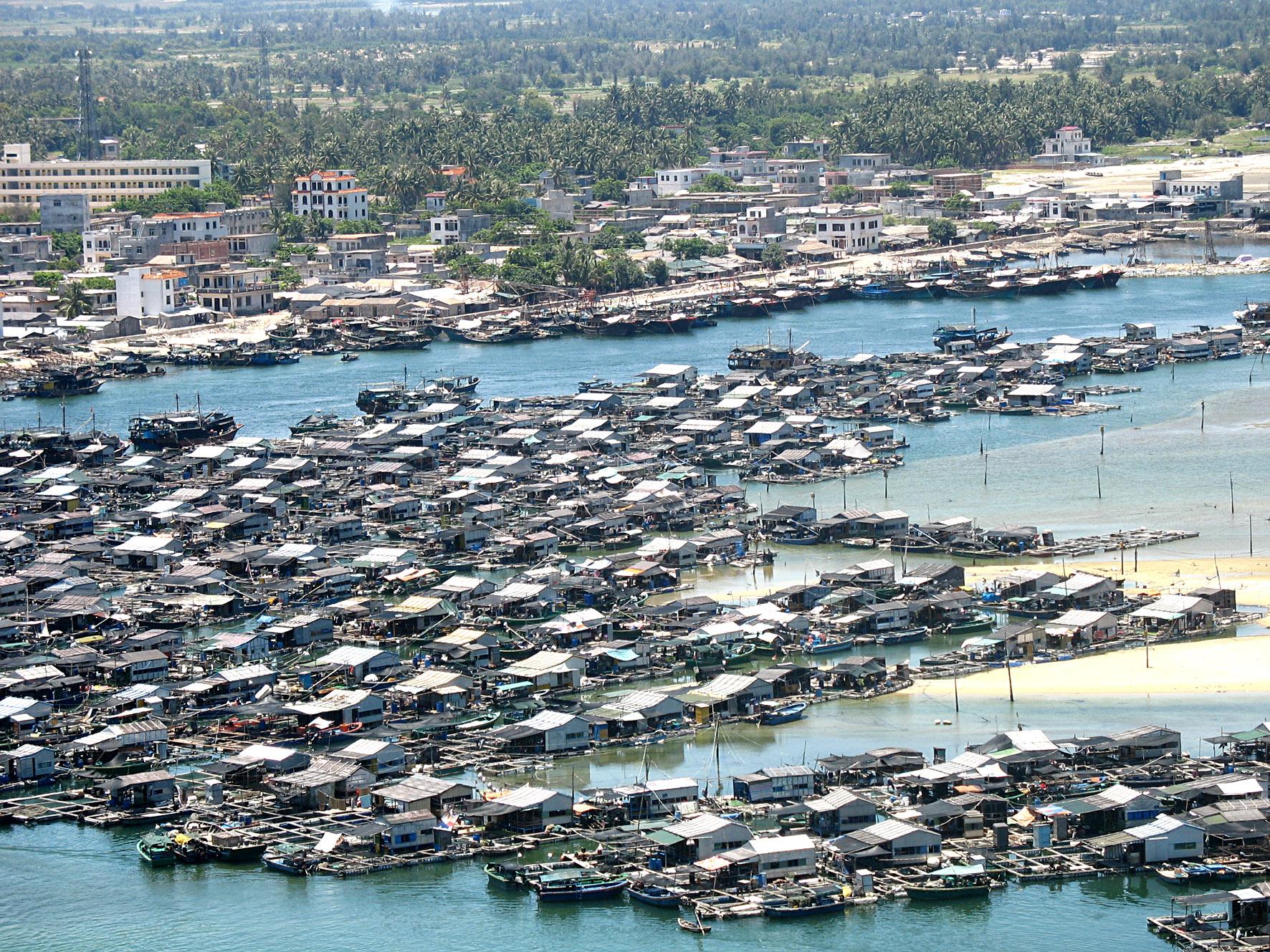 Рыбацкая деревня на воде. Хайнань.. Блиц: с высоты