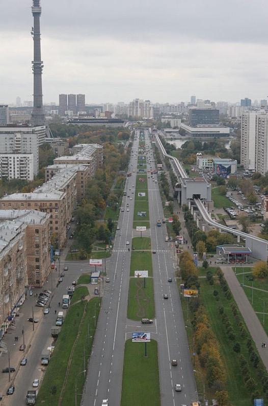 Вид на ул Ак. Королева . Фото сделано из аэролифта. Блиц: с высоты