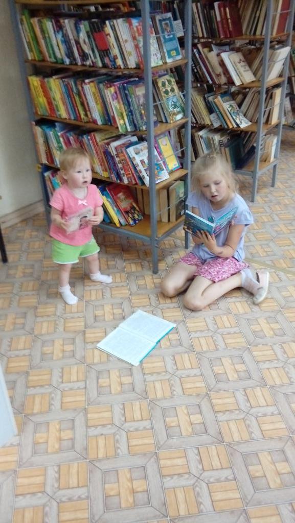 Юные читательницы. Читаем и играем