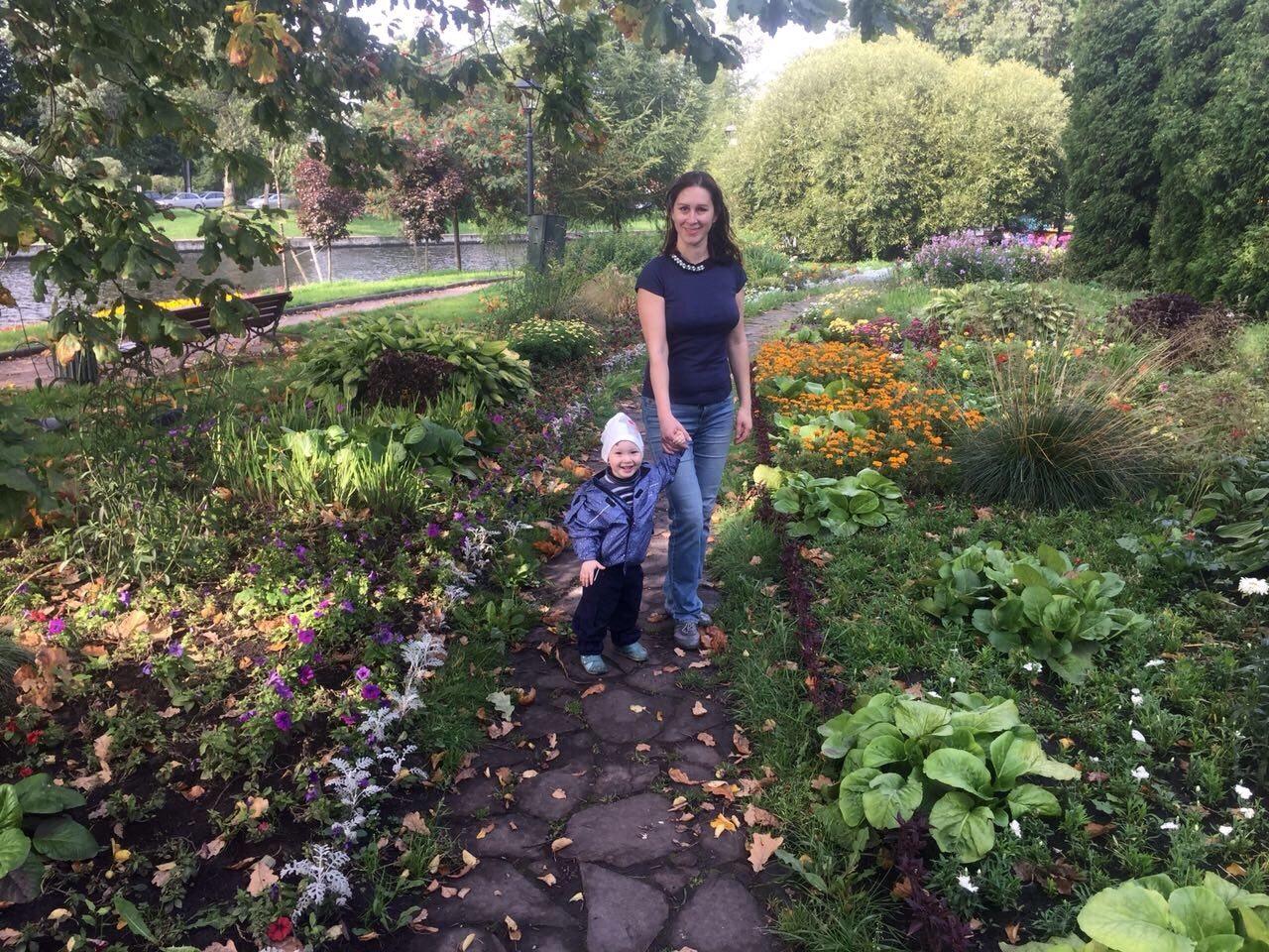 Как красиво в парке, сентябрьским утром! г Спб . Краски осени