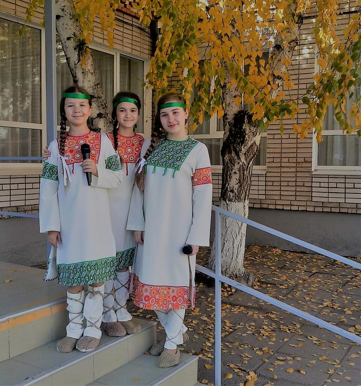 Три девицы под окном да осенним вечерком.... Краски осени