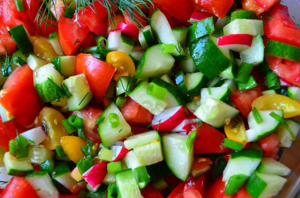 Разноцветный салат.. Блиц: натюрморт