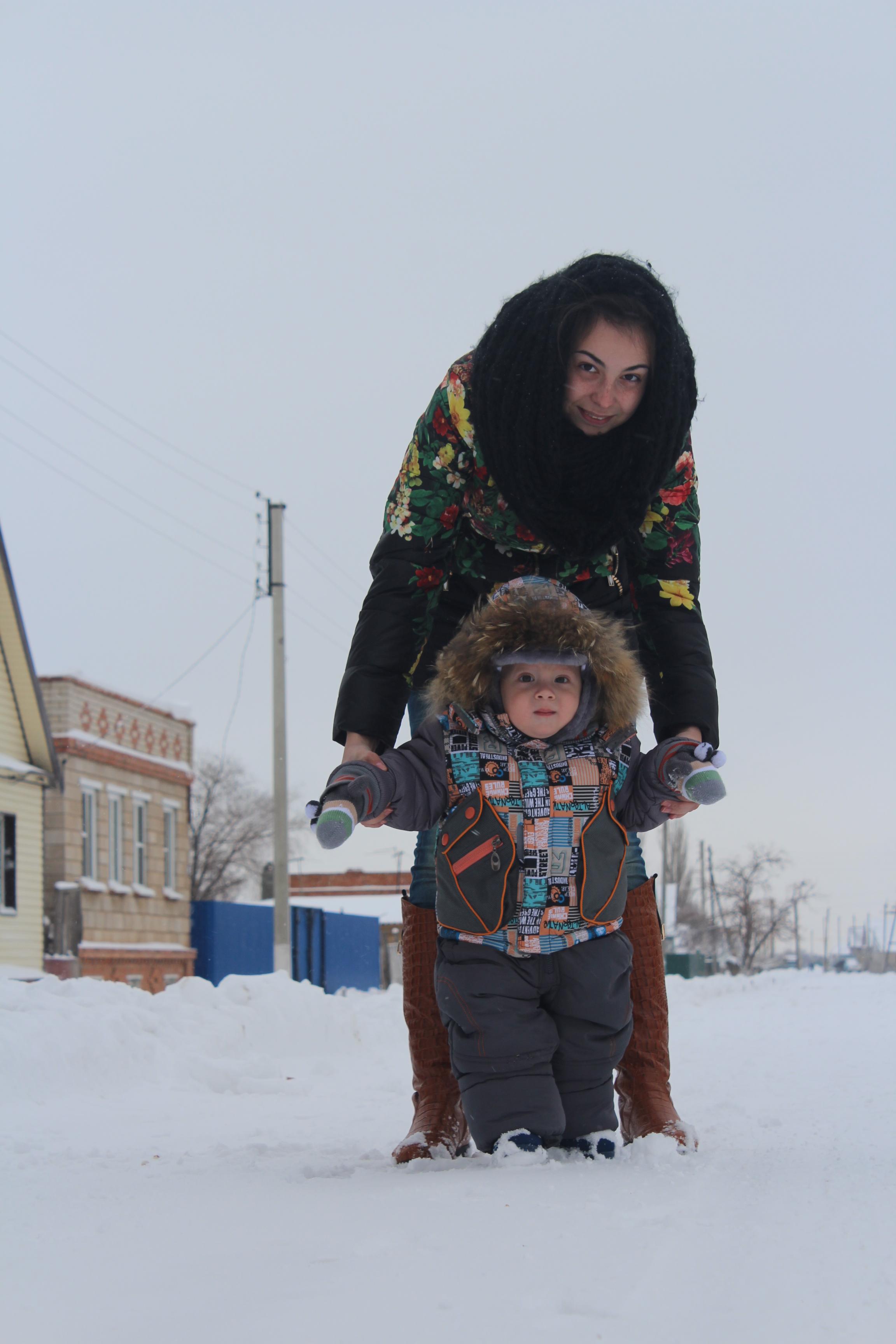 Наши первые шаги по первому снегу. Зимние забавы