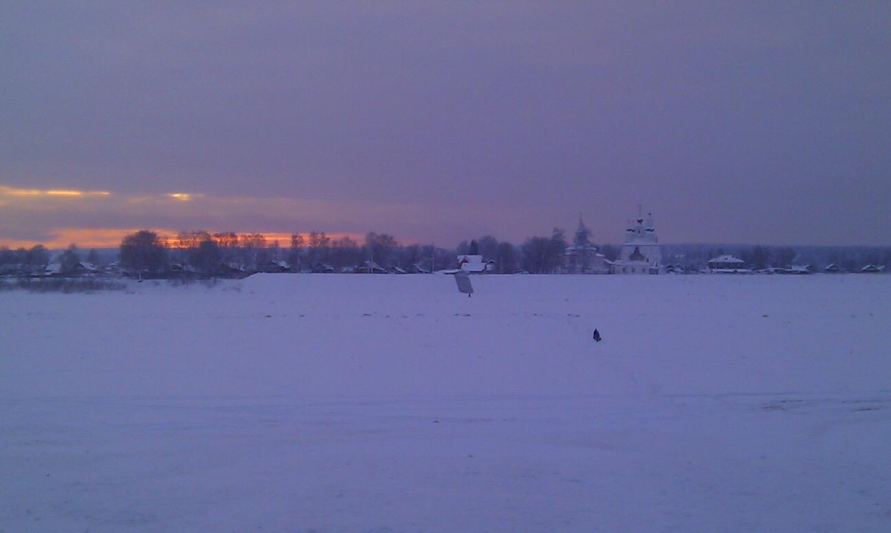Закат на зимней рекой. Блиц: снежная зима