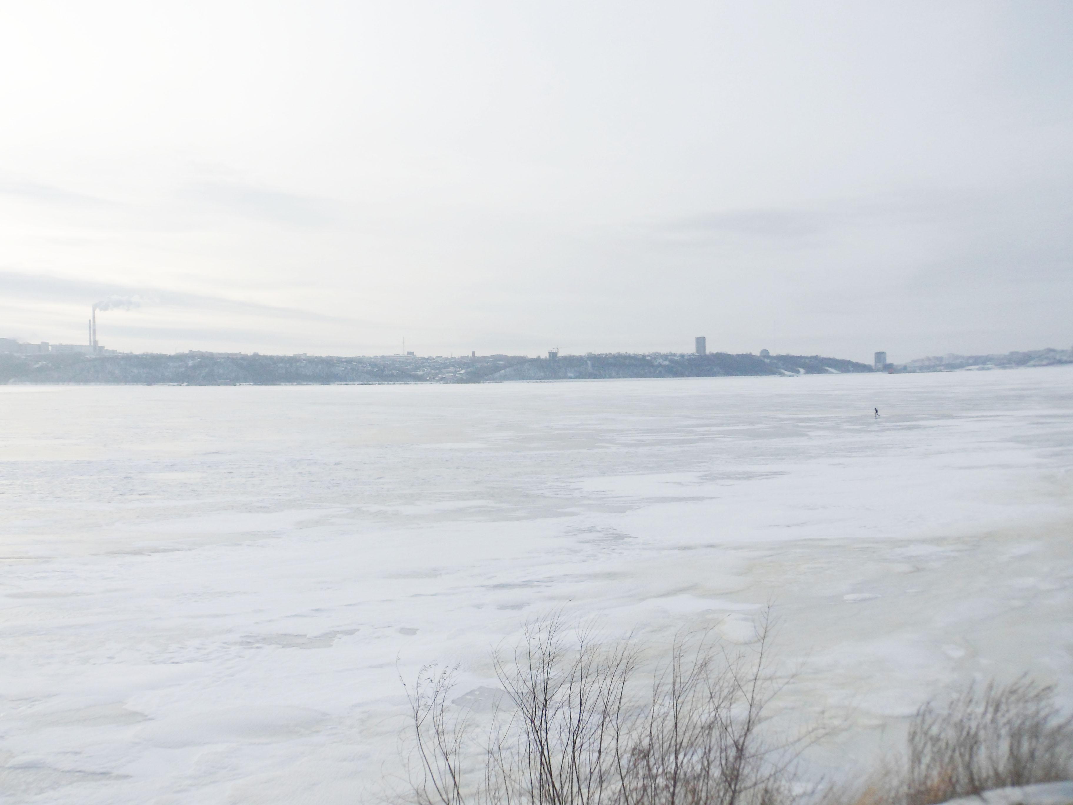 Волга встала .