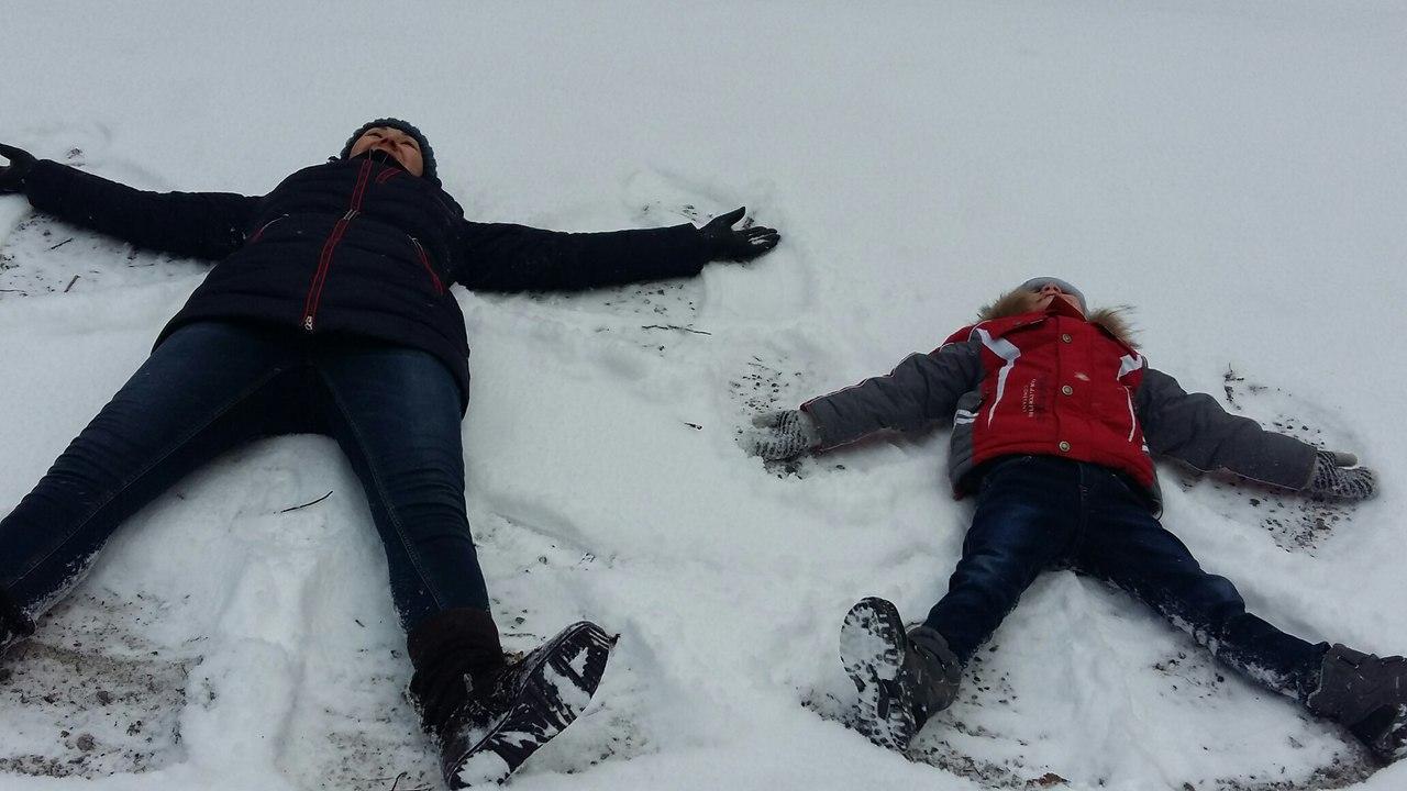 снежные ангелы. Зимние забавы