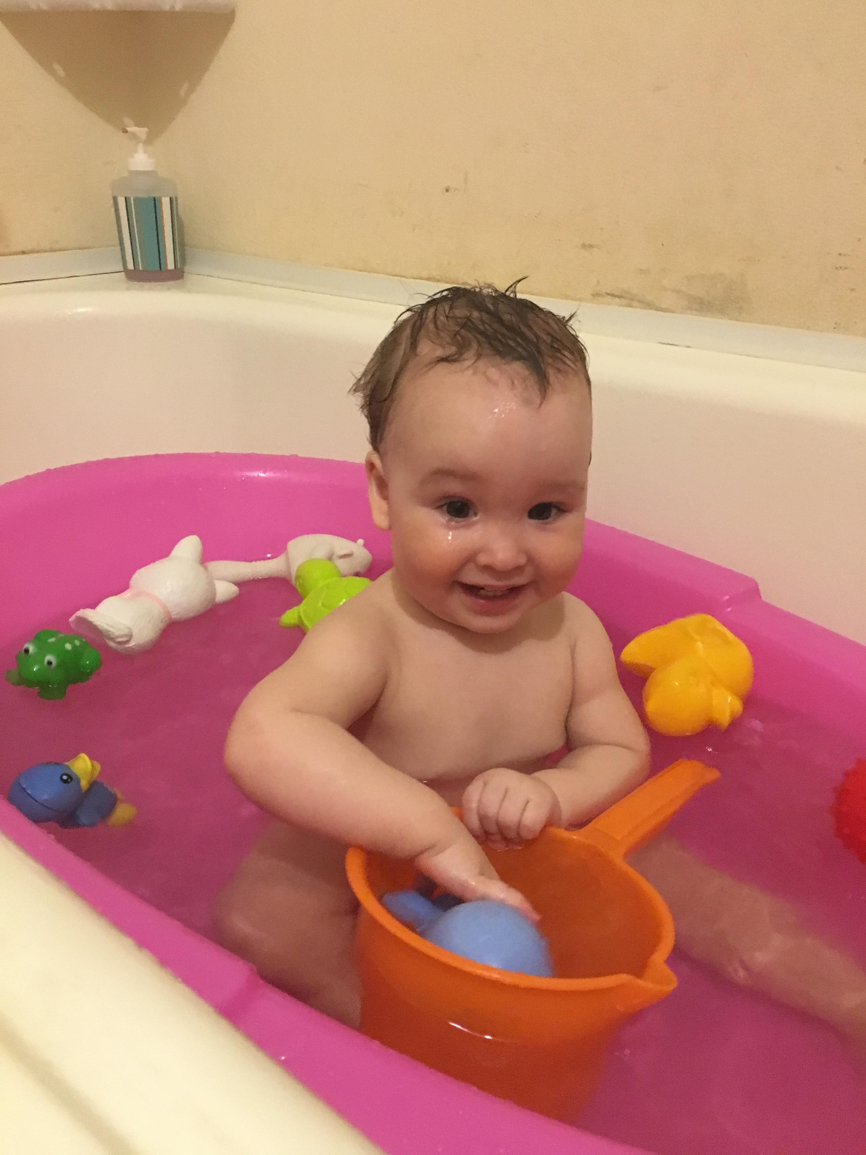 Веселое купание . Лапочка