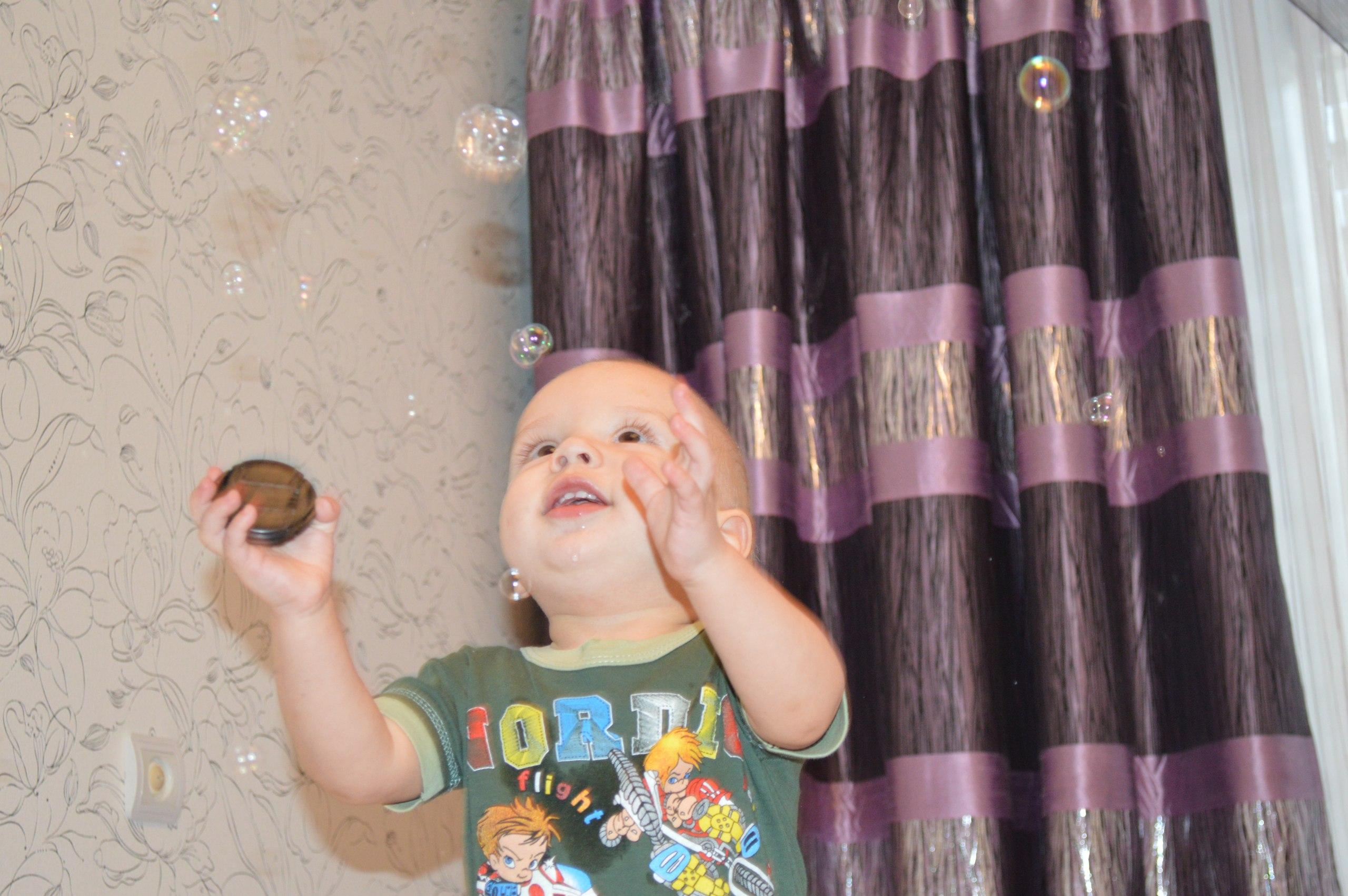 Люблю играть с мыльными пузырями. Лапочка