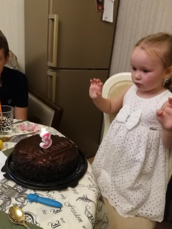 Эвочке исполнилось 3 годика. Принцесса собирается на бал