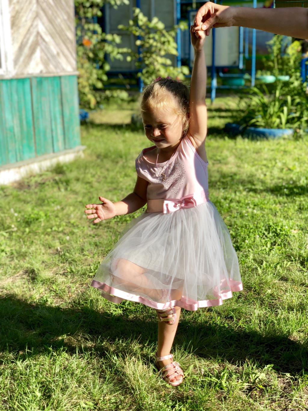 Принцесса Ева , 3 года . Принцесса собирается на бал