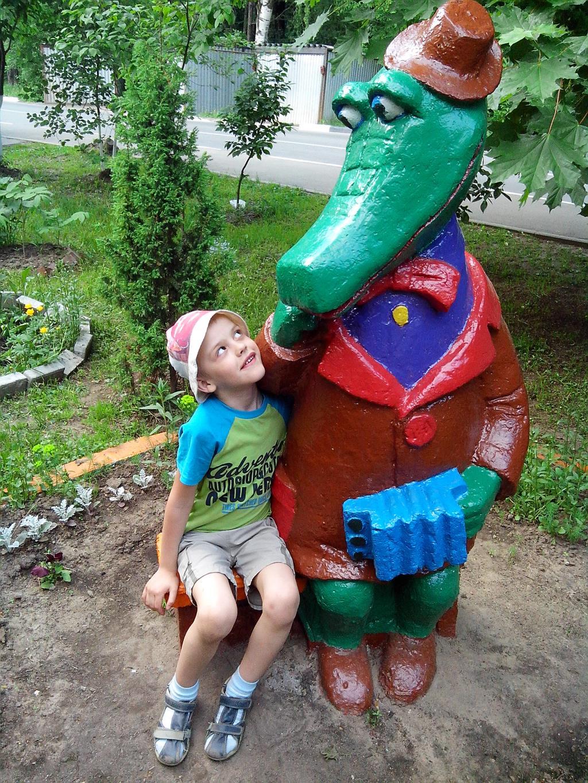 С любимым крокодилом Геной. Я в игре!