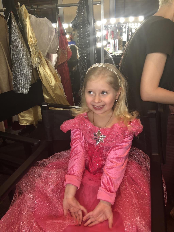 Принцесса Аврора перед выходом на сцену. Принцесса собирается на бал