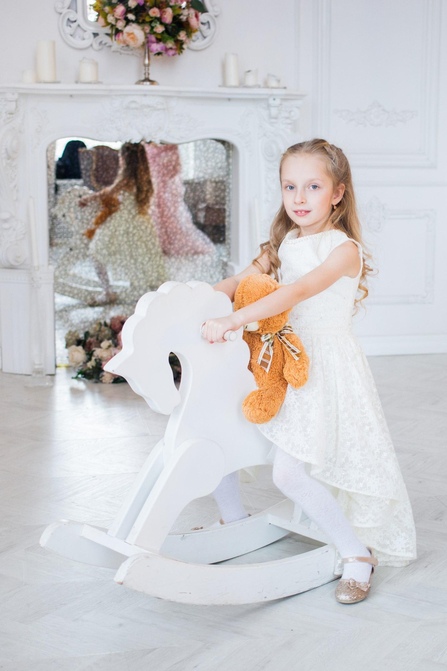 Дошкольное детство уходит однажды.... Принцесса собирается на бал