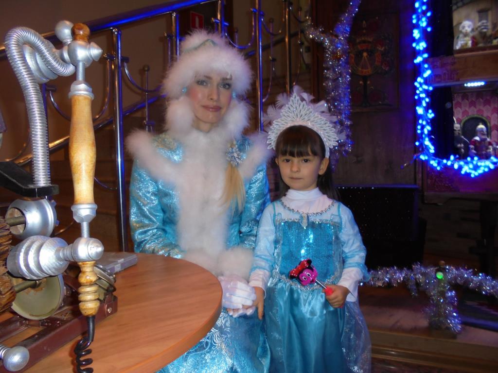 Маленькая Снегурочка. Принцесса собирается на бал