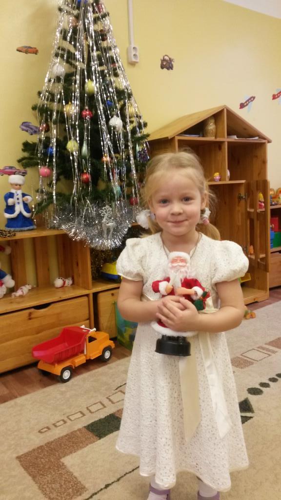 Хитрая новогодняя снежинка . Принцесса собирается на бал