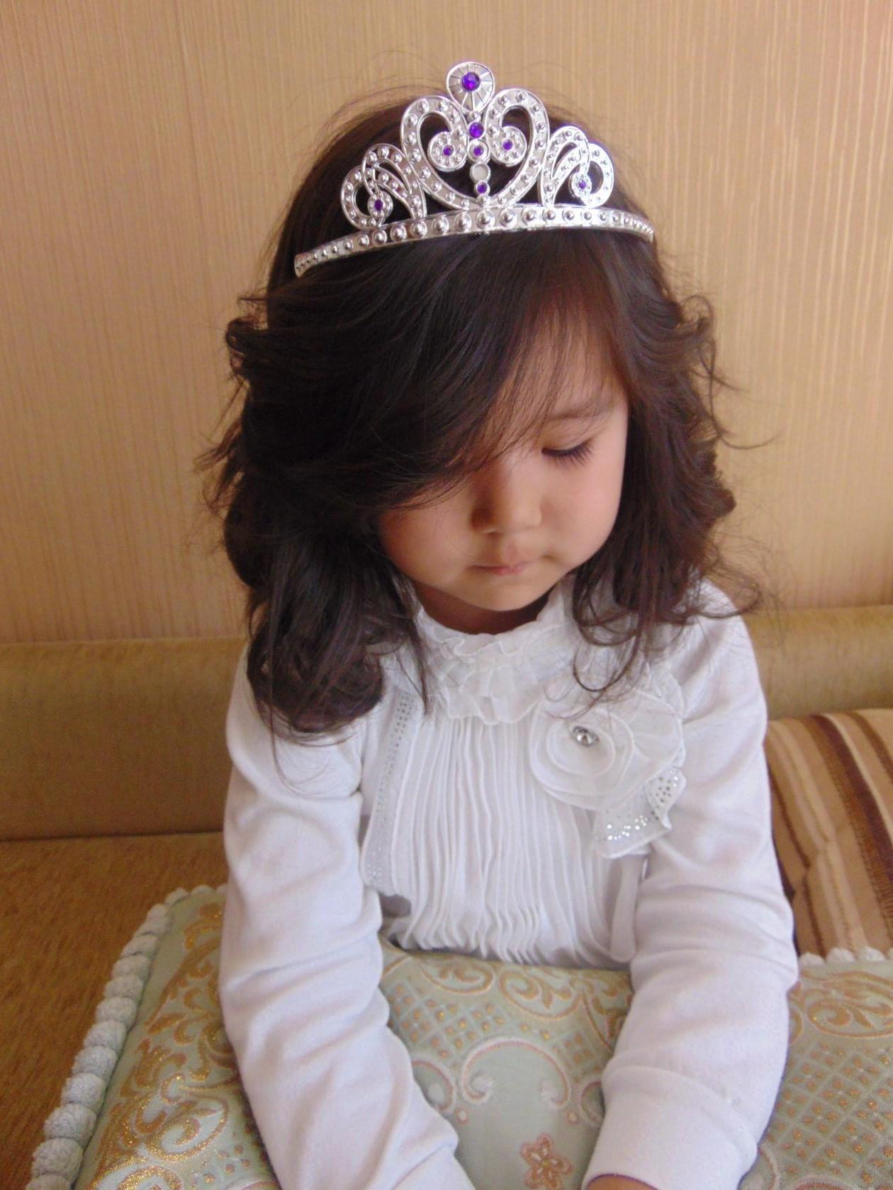 Лина на бал. Принцесса собирается на бал