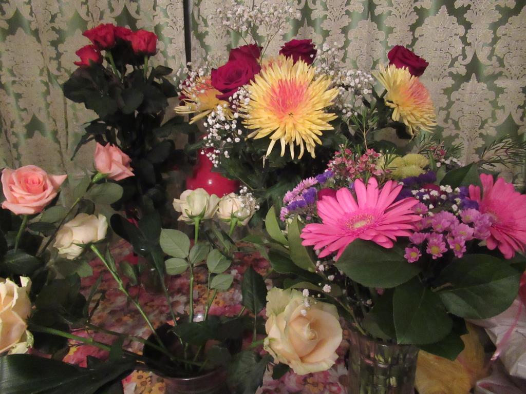 Букет с розами и хризантемами. Блиц: розы