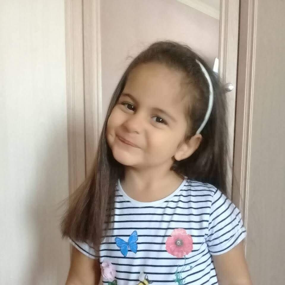 Рузи 4 годика... будущая актриса))). Улыбка для мамы