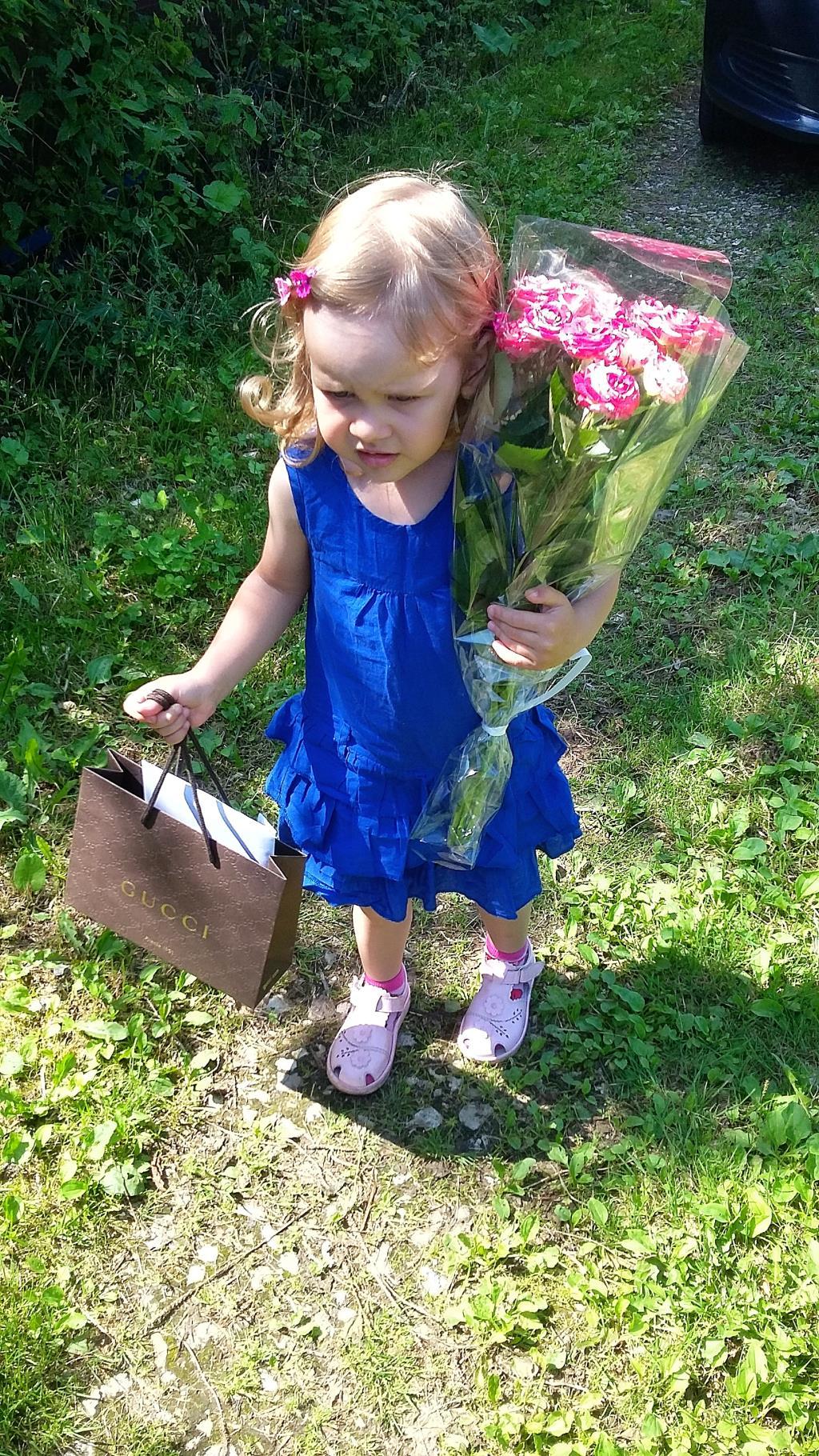 Принцесса на Дне рождения бабушки. Принцесса собирается на бал
