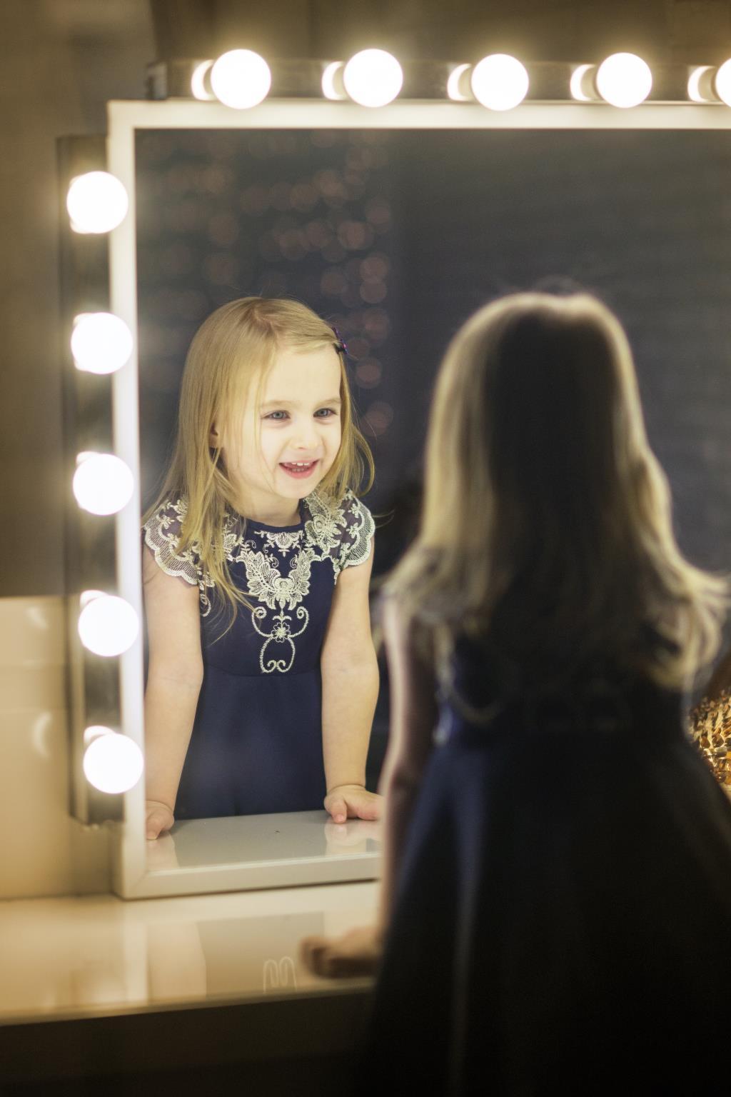Свет, мой зеркальце.... Принцесса собирается на бал