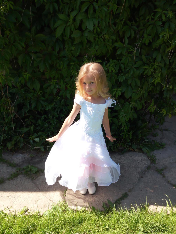 Малышка на балу в саду. Последний бал. . Принцесса собирается на бал