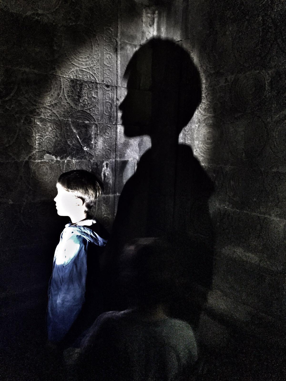 в одной черной черной комнате....... Блиц: тени