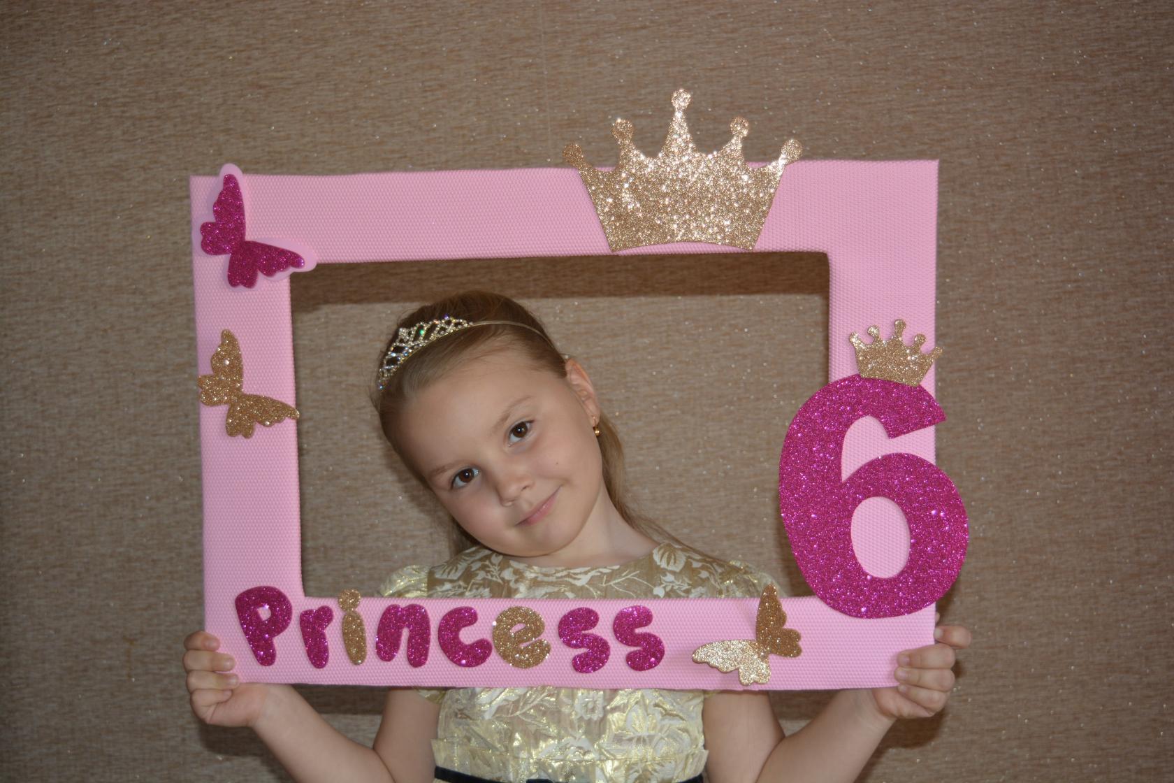 Маленькая принцесска)))). Принцесса собирается на бал
