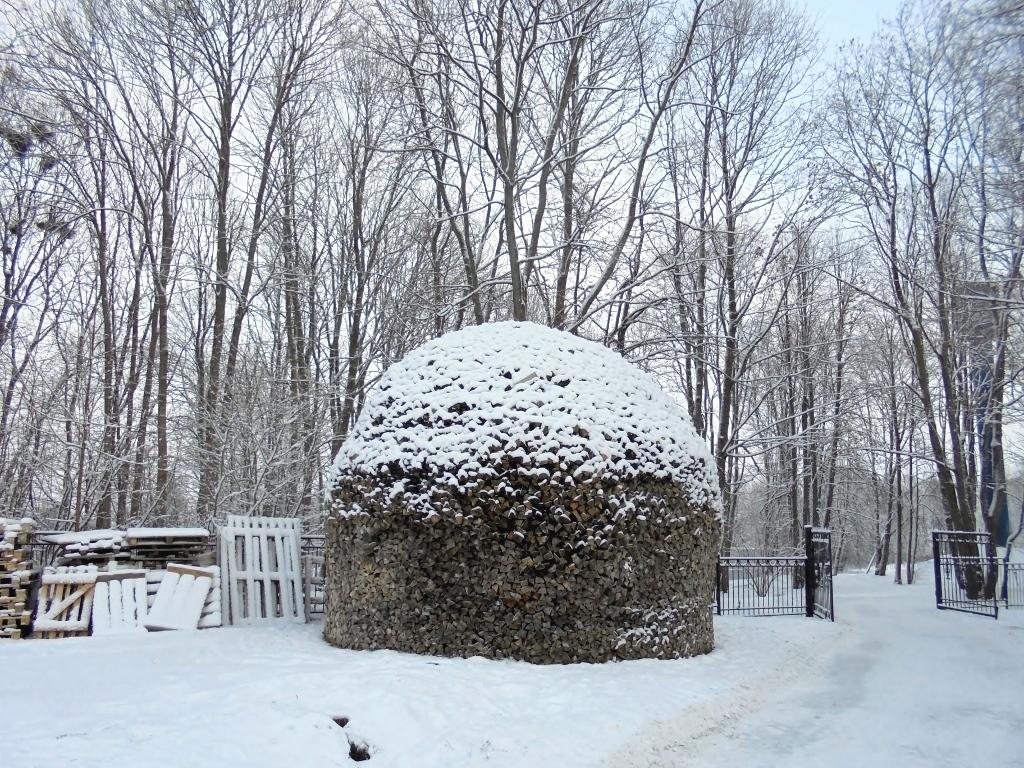 Поленница. Варлаамо-Хутынский монастырь. Новгород. Блиц: здравствуй, зима!