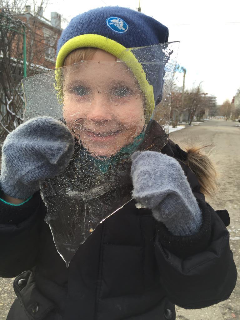 Волшебное стекло зимы. Веселая зима