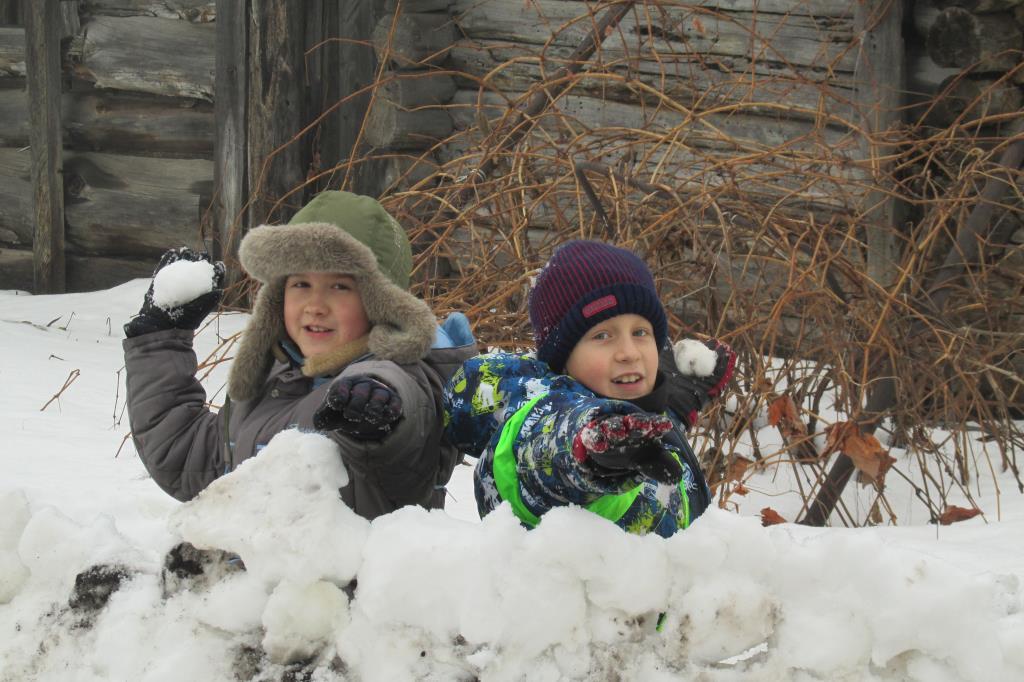 взятие снежного городка. Веселая зима
