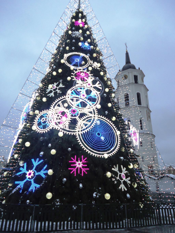 Елка в Вильнюссе с каждым годом все прекрасней!!!. Блиц: Ну и елка!