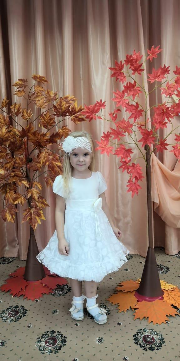 Осенний бал в садике. Принцесса собирается на бал