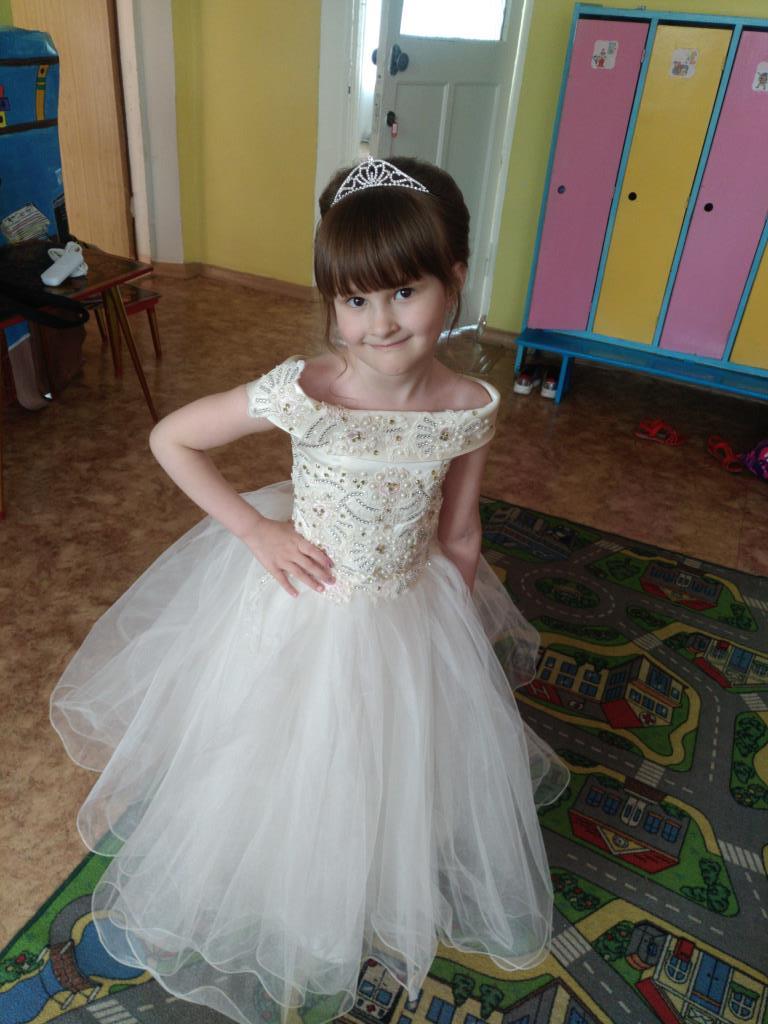 Выпускной в садике. Принцесса собирается на бал