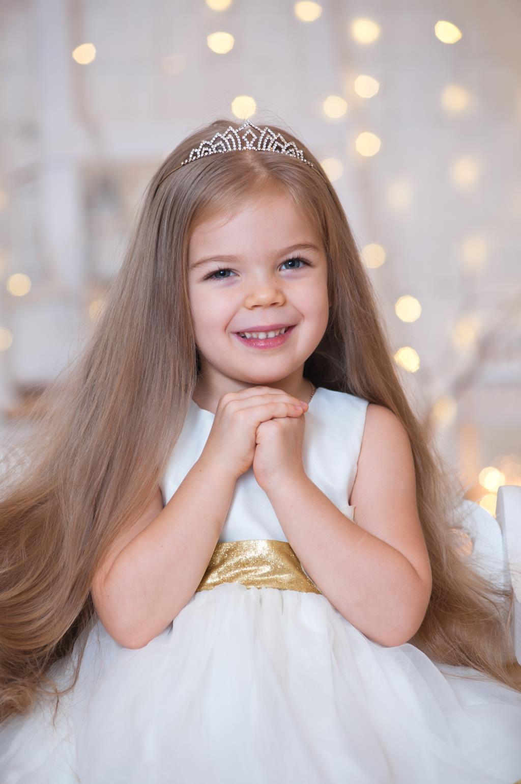 Маленькая принцесса верит в чудеса . Принцесса собирается на бал