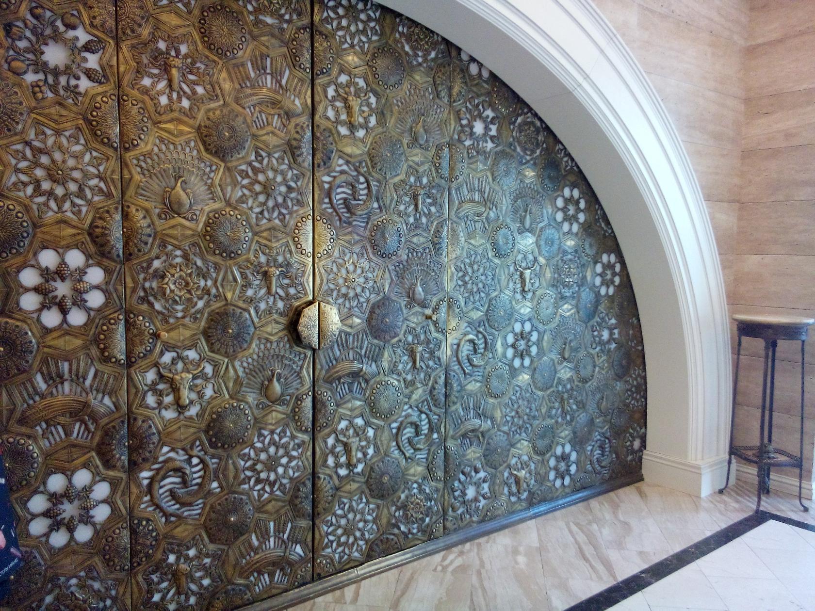Ажур в ресторане Арагви. Блиц: арки и ворота