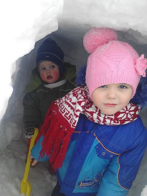 мы в снежном домике. пусть нас найдут. Открываем мир!