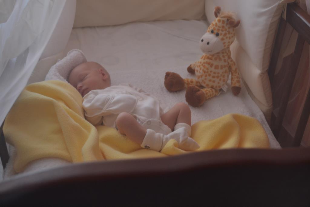 Сладкий сон крошки ). Спокойной ночи! Кто спит слаще всего?