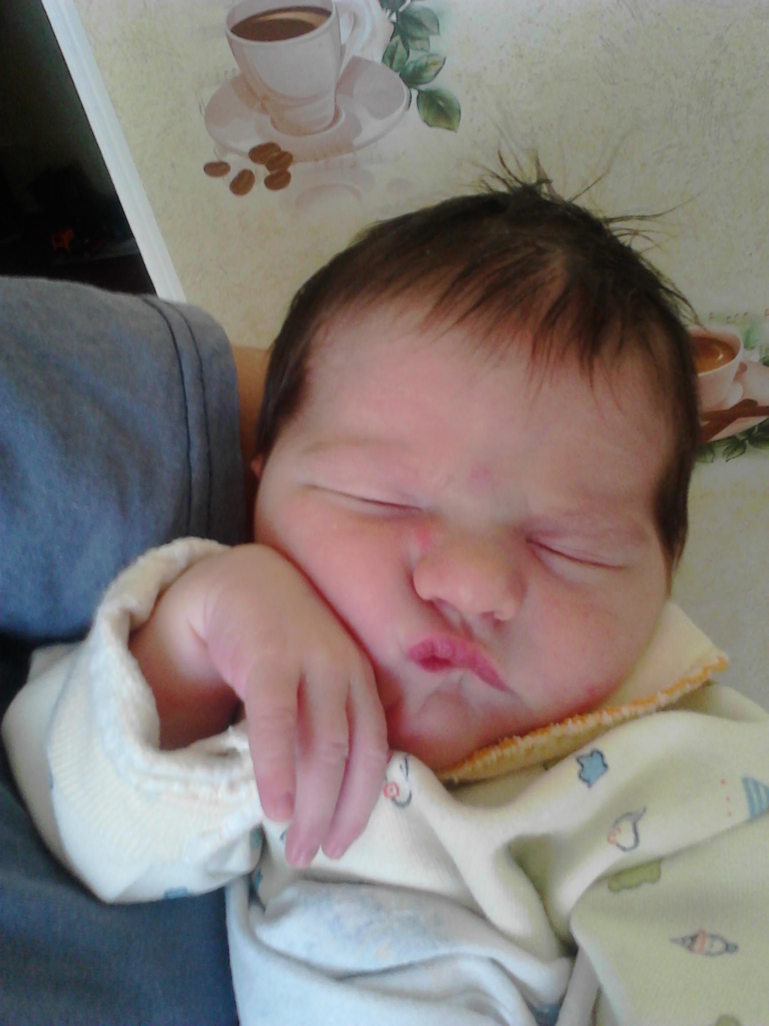 Так сладко спится на руках у бабушки :). Спокойной ночи! Кто спит слаще всего?