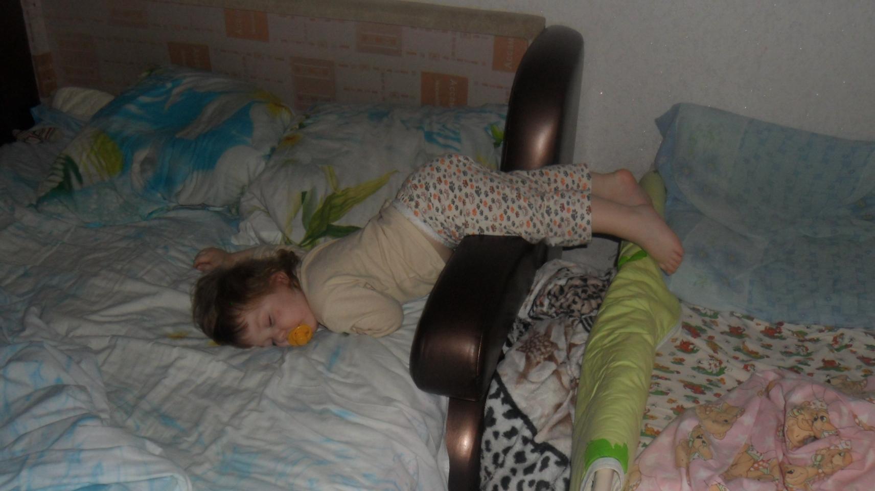 Уснула на ходу))))). Спокойной ночи! Кто спит слаще всего?