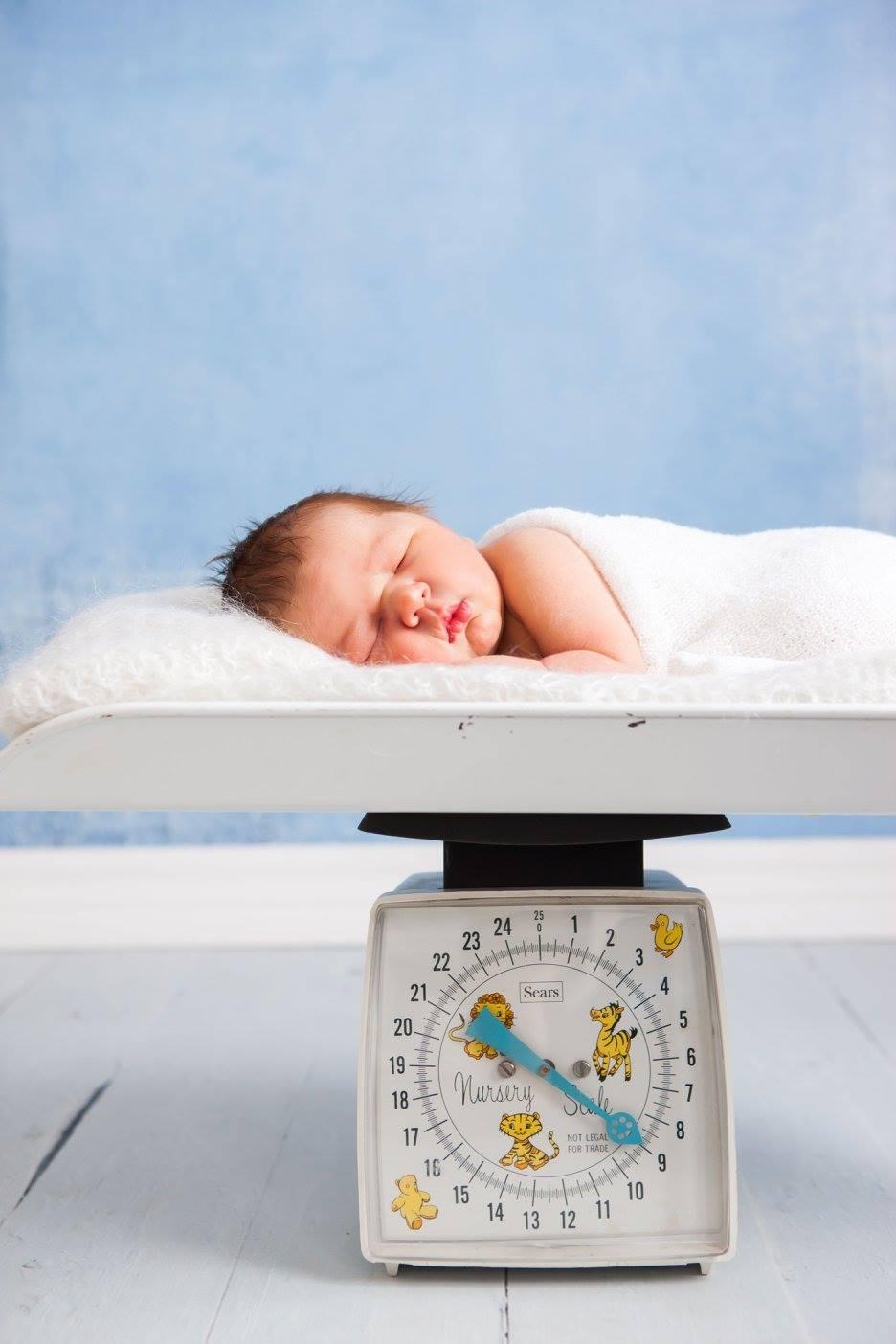 Ангелочек на весах счастья. Спокойной ночи! Кто спит слаще всего?