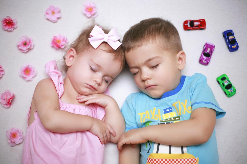 Мои сладкие малыши. Спокойной ночи! Кто спит слаще всего?