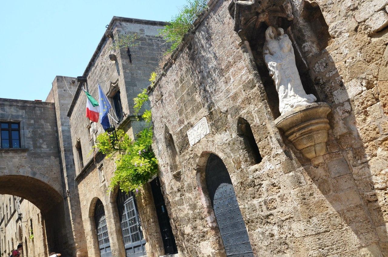 Греция, Родос. Улочка Старого города.. Блиц: арки и ворота
