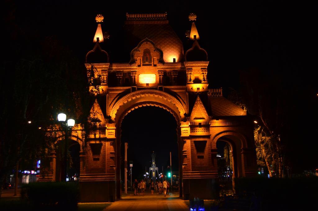 Александровская арка. Краснодар.. Блиц: арки и ворота